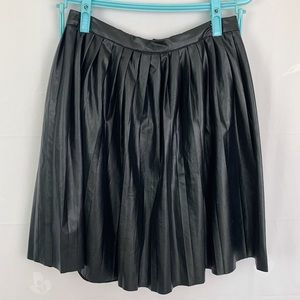 2/$15🎊 SWS Pleated Faux Leather Black Mini Skirt